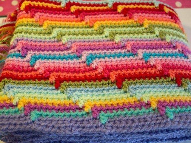 плед из разноцветных полосок